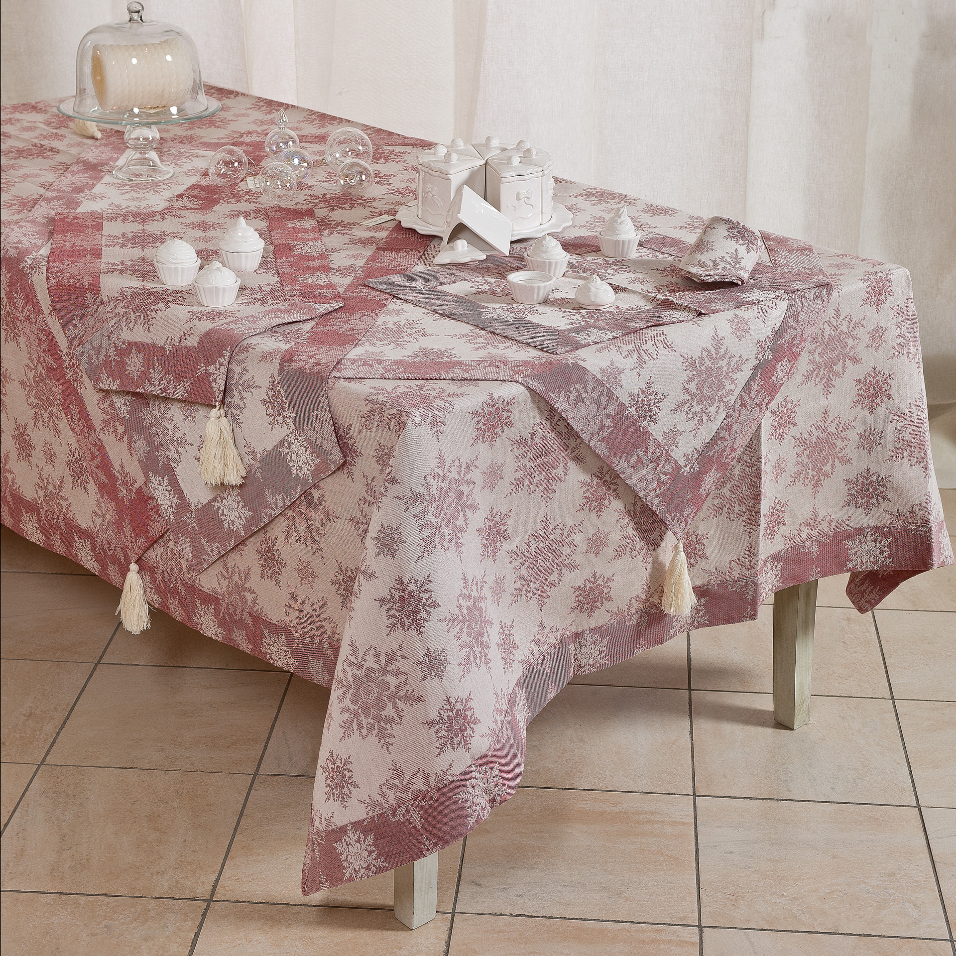 Linen blend tablecloth with snowflakes pattern